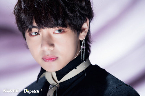 वी (बी टी एस )#A club for Kim Taehyung a.k.a V, the vocalist of BTS! वॉलपेपर entitled NAVER x DISPATCH 2018