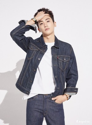Park Hyungsik Esquire Magazine April Issue 18