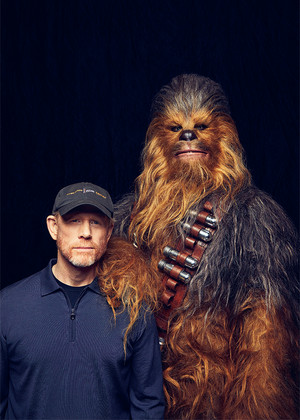 Solo: A nyota Wars Story Cast at Variety Photoshoot - Ron Howard and Chewbacca