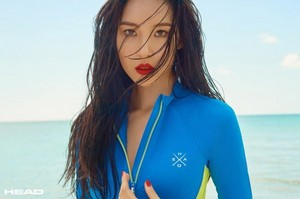 Sunmi is ready for the tabing-dagat with 'HEAD' in a seaside photoshoot