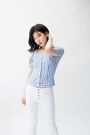 Suzy is pretty in blue for the summer with 'GUESS'
