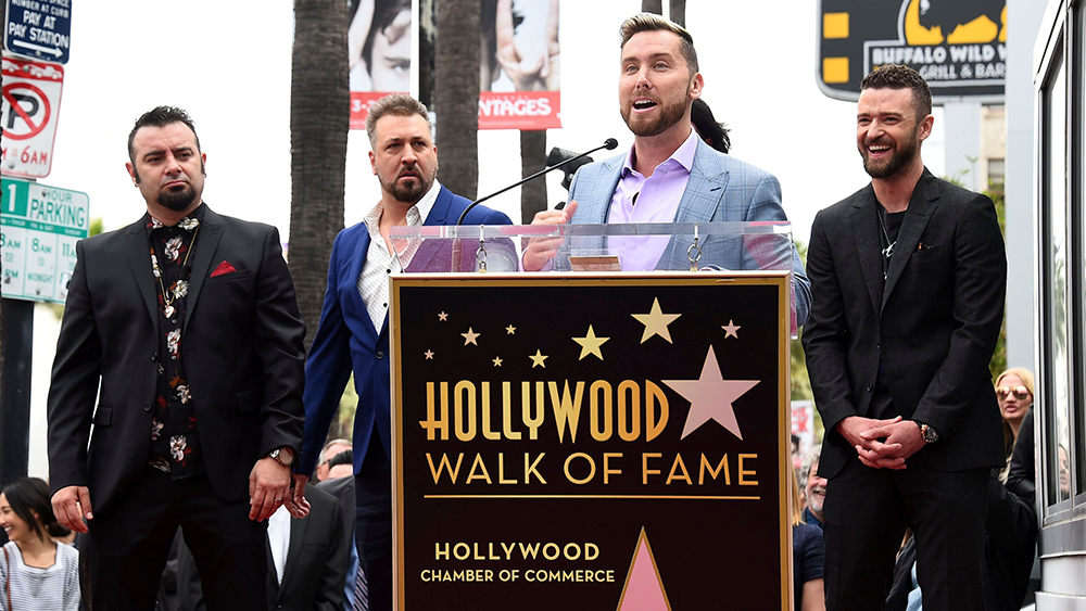 """*NSYNC Receiving their 星, つ星 on """"The Hollywood Walk of Fame"""""""