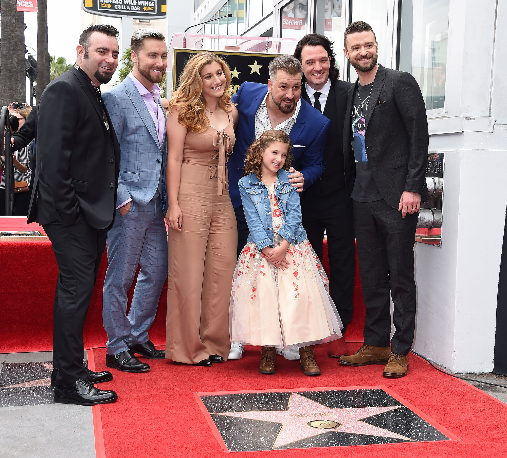 """*NSYNC Receiving their звезда on """"The Hollywood Walk of Fame"""""""