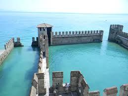 The Sinking দুর্গ of Lake Garda