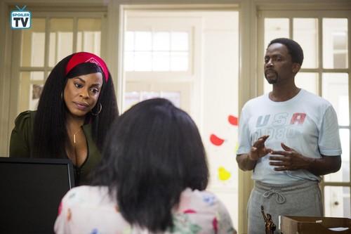 Claws (TNT) karatasi la kupamba ukuta called 2x06 'Double Dutch' Promotional picha