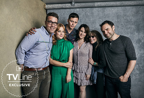 قلعہ Rock (Hulu) پیپر وال titled قلعہ Rock Cast at San Diego Comic Con 2018 - TVLine Portrait