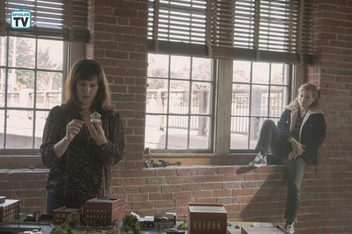 """kastilyo Rock (Hulu) wolpeyper entitled kastilyo Rock """"Habeas Corpus"""" (1x02) promotional picture"""