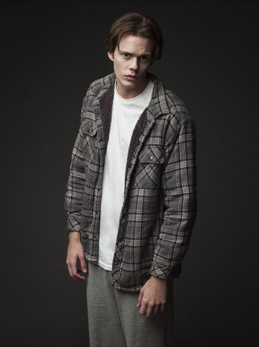 قلعہ Rock (Hulu) پیپر وال titled قلعہ Rock - Season 1 Portrait - Bill Skarsgard as The Kid
