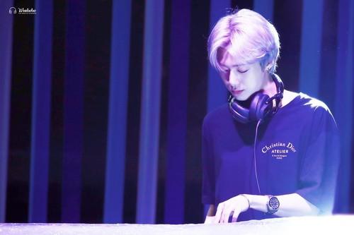 Monsta X দেওয়ালপত্র called DJ H.ONE
