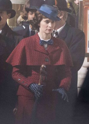 Emily Blunt as Mary Poppins on Mary Poppins Returns set 03 300x420