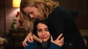 Parenthood (2010) fond d'écran entitled Haddie & Amber hugging