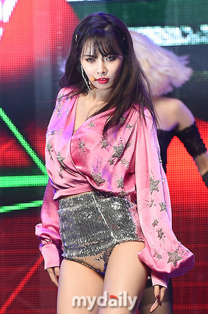 "Hyuna @ Showcase ""REtro Futurism"""