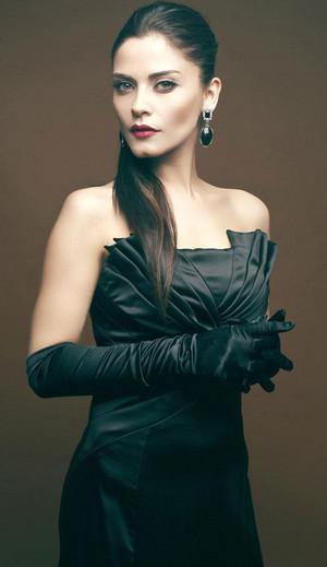 Ipek Bagriacik with a black dress