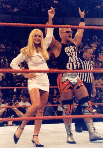 Bekas Diva WWE... Debra kertas dinding titled Jeff Jarrett & Debra - RAW April 1999