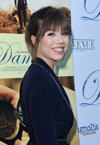 Jennette McCurdy achtergrond titled Jennette McCurdy