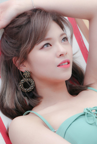 Twice (JYP Ent) پیپر وال titled Jeongyeon 'Dance the Night Away' behind