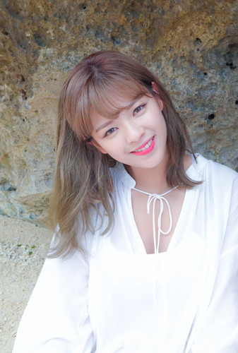 Twice (JYP Ent) wolpeyper called Jeongyeon 'Dance the Night Away' behind