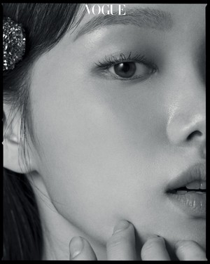 LEE SUNG KYUNG IN JULY 2018 VOGUE