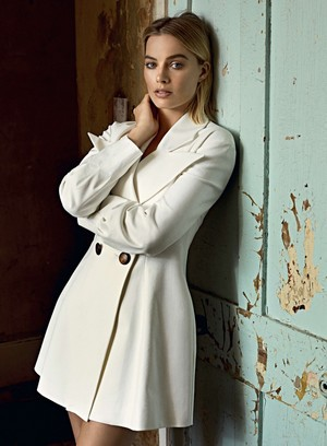 Margot Robbie - ES Magazine Photoshoot - 2018