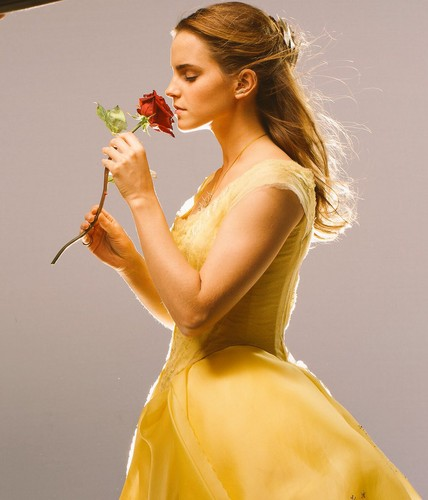Beauty and the Beast (2017) Hintergrund entitled New pic of Emma Watson from 'Beauty and the Beast'