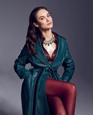 Olga ~ Vanity Fair on Jewelry (2018)