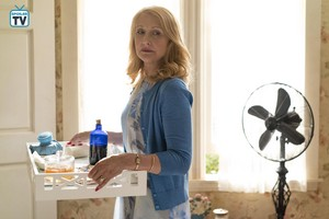 """Sharp Objects """"Falling"""" (1x07) promotional picture"""