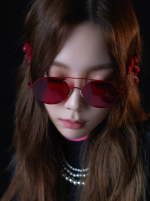 Taeyeon signals at 'Something New' with dark yet alluring hình ảnh