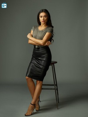 You Season 1 - Peach Salinger Official Picture