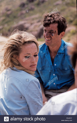 ursula andress with jean paul belmondo in up to his ears1965 C5JXCY