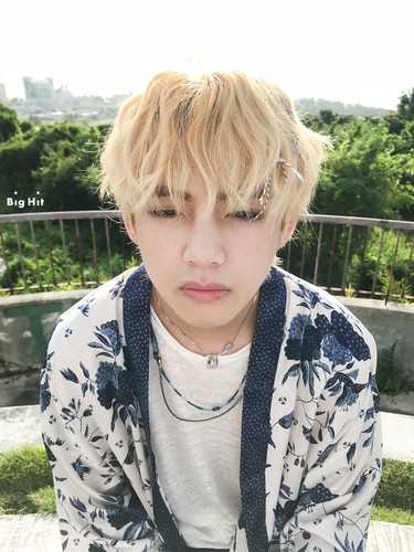 वी (बी टी एस )#A club for Kim Taehyung a.k.a V, the vocalist of BTS! वॉलपेपर called V