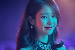 031018 IU for New Balance CF