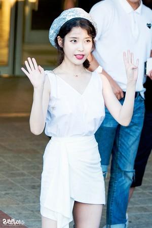 180714 iu at Yoon Mirae's concierto