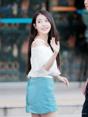 180811 IU arriving at Zico's Solo Concert