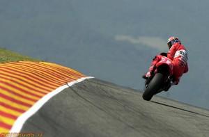 2002 mugello carlo checa yamaha m1 motogp