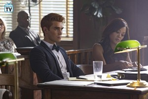 3x01 'Labor Day' Promotional 照片
