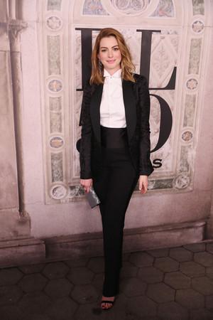 Anne Hathaway - Ralph Lauren Fashion প্রদর্শনী in NYC