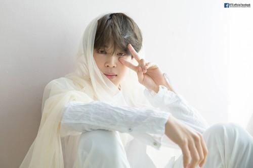 Jimin (BTS) wolpeyper entitled BTS pag-ibig YOURSELF 轉 'Tear' Album Photoshoot Sketch
