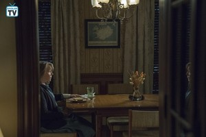 "istana, castle Rock ""The Queen"" (1x07) promotional picture"
