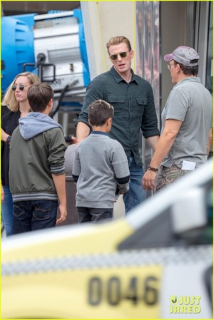 Chris Evans, Paul Rudd and Scarlett Johansson Film 'Avengers 4' in Atlanta!