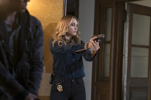 "Drea de Matteo as Tess Nazario in Shades of Blue: ""Unpaid Debts"""