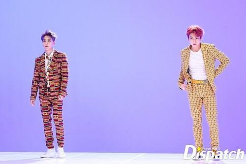 Jungkook (BTS) karatasi la kupamba ukuta titled IDOL MV