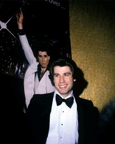Saturday Night Fever Hintergrund entitled John Travolta