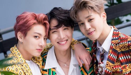 Jungkook (BTS) karatasi la kupamba ukuta called Jungkook,jhope,jimin