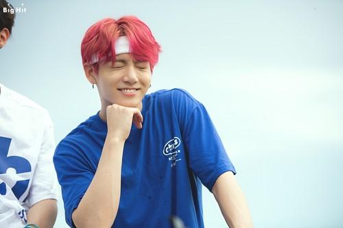 Jungkook (BTS) karatasi la kupamba ukuta called Jungkook