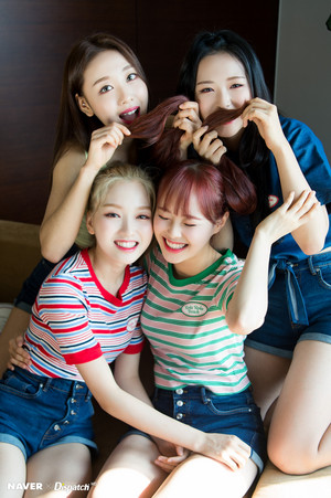 LOONA yyxy Naver x Dispatch 2018