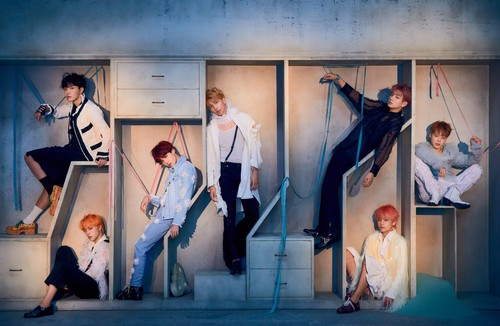BTS Hintergrund called LOVE_YOURSELF 結 'Answer' Concept Foto E version