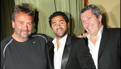 Luc Besson achtergrond titled Luc Besson, Jamel Debbouze and Alain Chabat