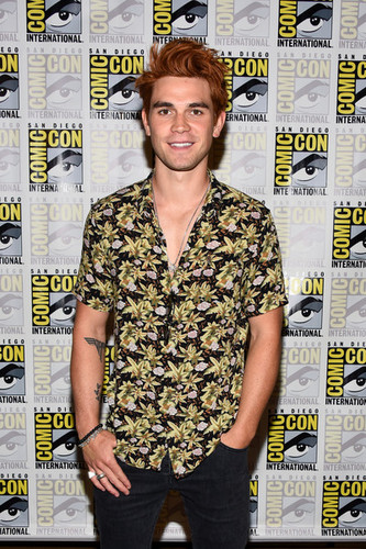 Riverdale (2017 TV series) پیپر وال entitled KJ Apa