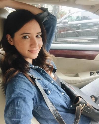 Sara Malakul Lane پیپر وال titled Sara selfies