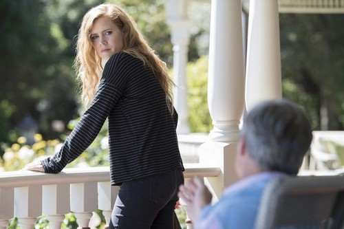 """Sharp Objects (HBO) 바탕화면 titled Sharp Objects """"Cherry"""" (1x06) promotional picture"""